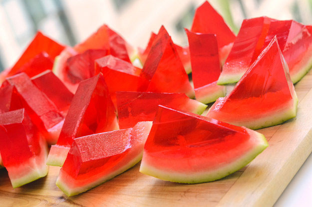 watermelon-jelly-pieces-cut